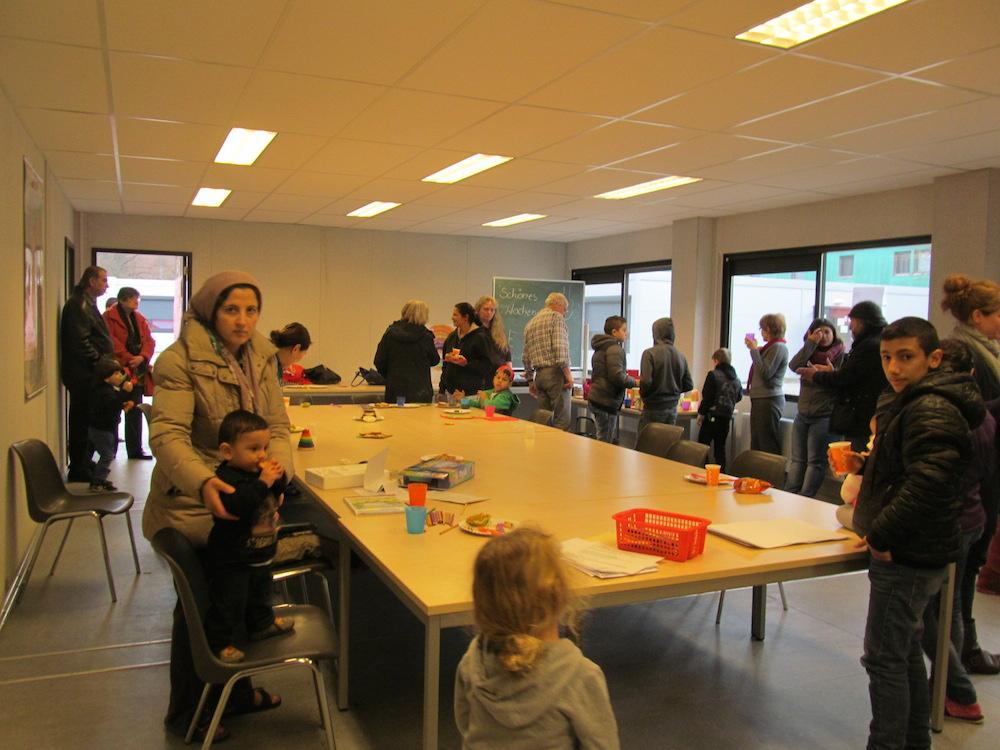 デュッセルドルフ郊外の施設にて。集会場では、ドイツ人市民 のボランティアによって、ドイツ語レッスンやおやつの会が開催される(c)Michiko KURITA