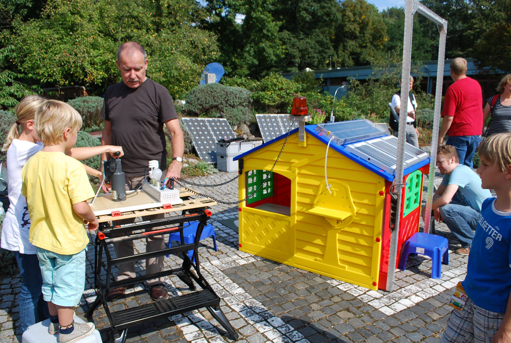 「エネルギーの庭」で、太陽エネルギーについて学ぶ © RIHO TAGUCHI