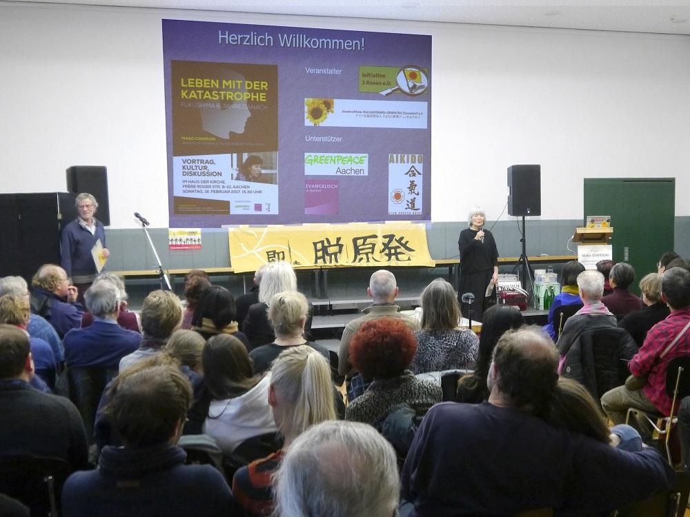 アーヘン講演に集まった地元のドイツ人たち©MUELLER Klaus