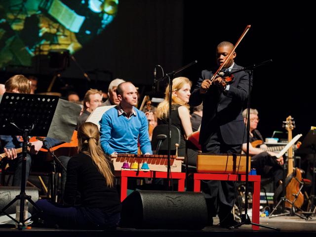 黒人の自閉症少年とのバイオリンを通じた体験が、クリストフを動かす原体験となった。 Alidoor Dellafaille
