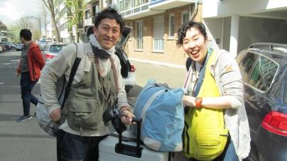 真実を知りたい、知らせたい お笑い芸人ジャーナリスト『おしどりマコ・ケン』、欧州を巡る