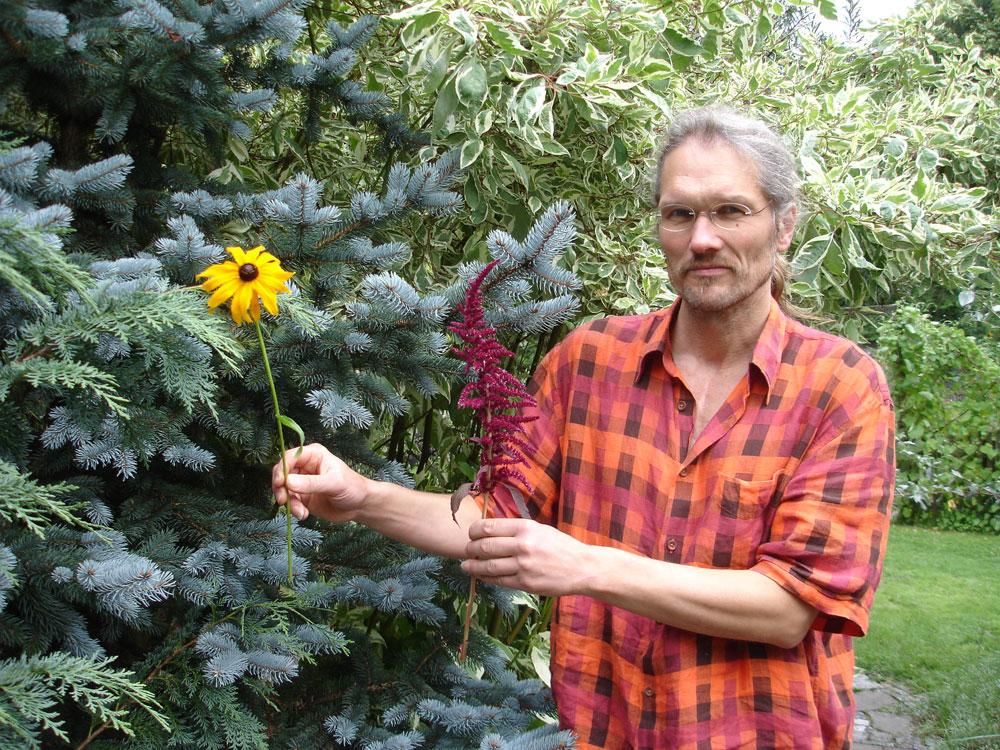 「色彩の庭」を考案した職員のヨーク・レッダーボーゲン © RIHO TAGUCHI