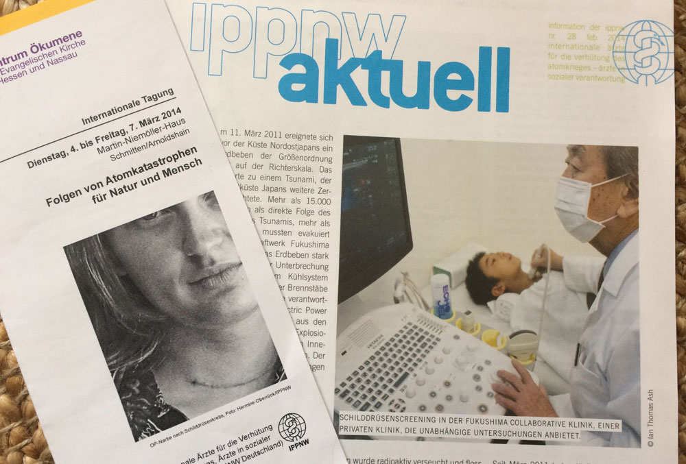IPPNWのニュースレター(右)と国際医師協議会(2014年)のプログラム (c) KAWASAKI Yoko