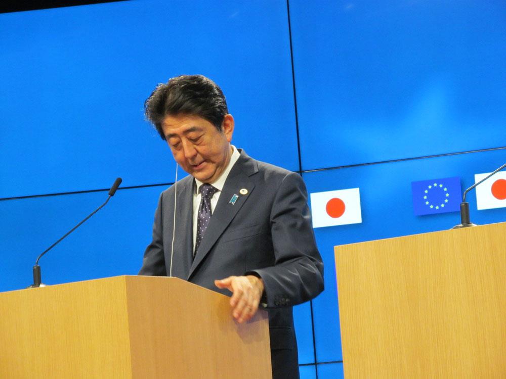 記者会見では、用意された文書をほとんど棒読みの安倍首相 JUN Fujio