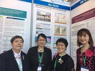 政治を動かしてと発破をかけた韓国女医会会長のパク・キュン・ア氏(写真右から2番目)と日本女医会のメンバー。左から青木正美氏、 牛山元美氏、一番右が前田佳子氏