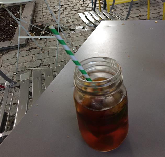 クレジット:ガラスコップに紙ストローの店が増えている ©KURITA, Michiko