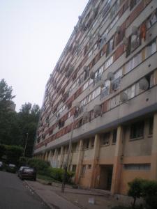 クリシー・スー・ボワ市にある低所得者用団地。 ©A.J. 2005 - Wikimedia Commons