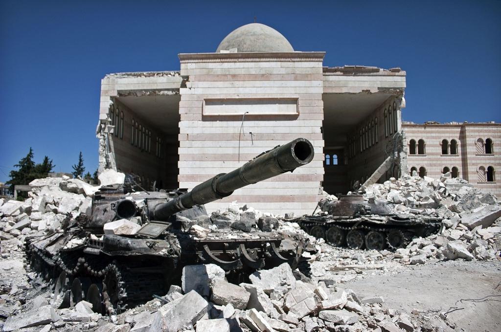 シリアでの戦闘の様子を示す写真© Christiaan Triebert – Azaz, Syria 2012