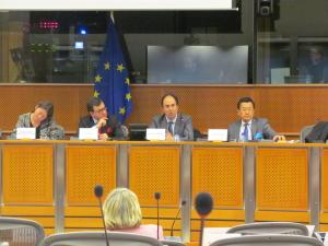 5 2016年2月、欧州議会での日本についての勉強会の様子